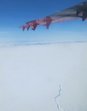 Twin Otter wing over Greenland (photo: CC)